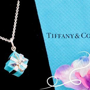 NWOT Tiffany & Co. Tiffany Blue Box Charm Pendant